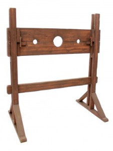 MDL44_giant_medieval_stocks_2_event_prop_hireOPTIMISED